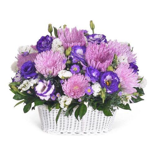 Cesta di lisianthus, statice e crisantema. FIori per lutto online
