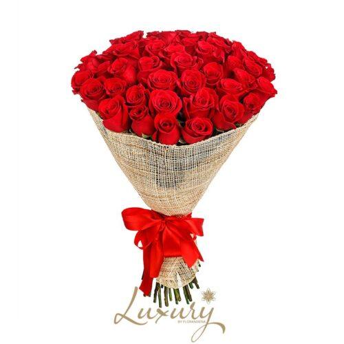 Bouquet di 50 rose rosse con consegna a domicilio